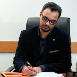 محسن اکبریموید